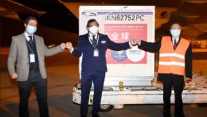 Conmebol recebe vacinas contra a Covid-19 no aeroporto
