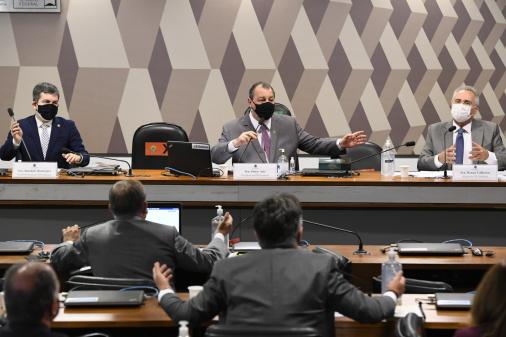 CEO da VTCLog alega 'agenda prévia' para não depor à CPI da Covid-19 no lugar de motoboy