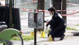 Atirador mata um homem e fere uma mulher em frente a hospital de Paris