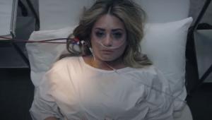 Demi Lovato simula noite em que sofreu overdose em seu novo clipe; assista