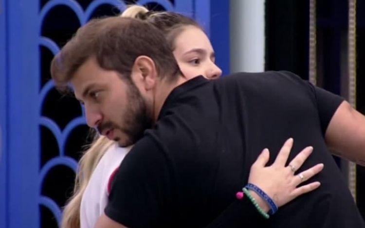 Viih Tube é criticada por deixar Caio de fora do vip no 'BBB 21': 'Deixou o pai dela na xepa' – Jovem Pan
