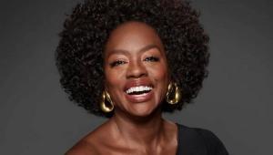 Viola Davis sorrindo