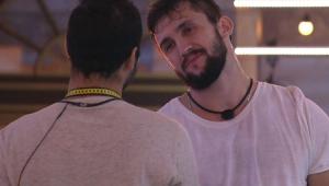 Arthur conversando com Gilberto