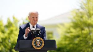 Presidente Joe Biden fala sobre possibilidade de pessoas vacinadas não usarem máscaras ao ar livre