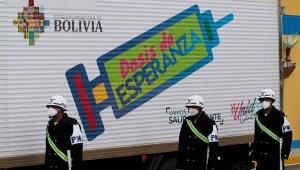 Caminhão transporta vacinas dedicas a imunizar moradores bolivianos da região fronteiriça com o Brasil