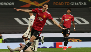 edinson cavani marcou 2 na vitória do Manchester United contra a Roma