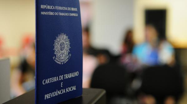 Mercado de trabalho perde fôlego e Brasil cria 184 mil vagas com carteira assinada em março