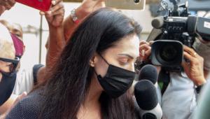 A professora Monique Medeiros, mãe do menino Henry Borel Medeiros, sendo presa