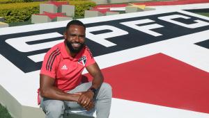São Paulo apresenta meio-campista William como novo reforço