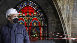 Presidente da França, Emmanuel Macron, visita obras em andamento na Catedral de Notre-Dame em Paris