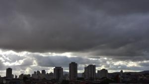 Nuvens carregadas na zona Norte de São Paulo