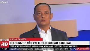 """O jornalista Jorge Serrão mostra suas ideias durante o programa """"3 em 1"""", da Jovem Pan"""