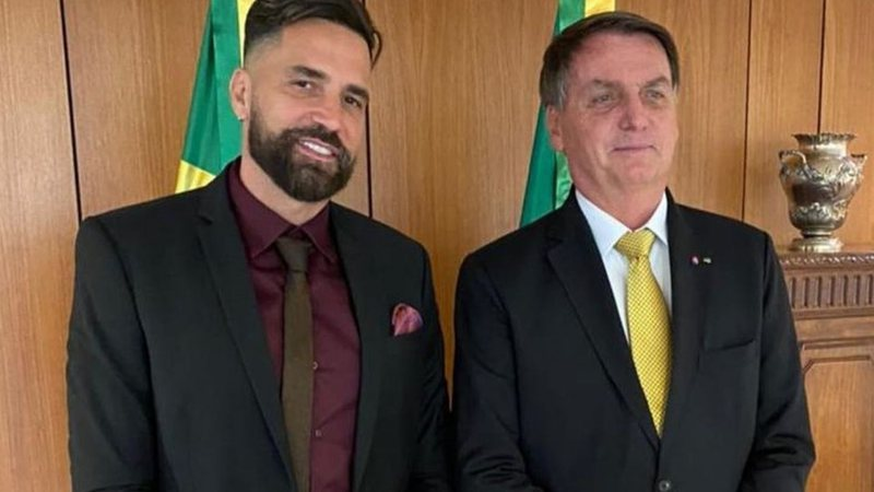 Latino visita Bolsonaro no Planalto