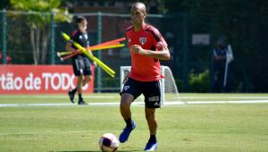 Miranda durante treinamento no São Paulo