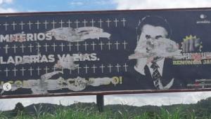 Outdoors críticos a Bolsonaro são destruídos em SP