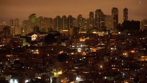 Vista geral da favela de Paraisópolis, zona sul de São Paulo durante o entardecer