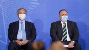 Ministros de máscara em evento no Planalto
