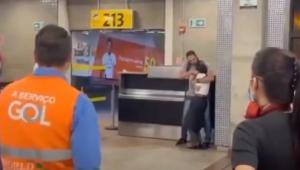 Policial ameaça funcionária da Gol usando um lápis no Aeroporto de Guarulhos