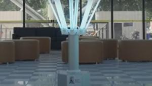 Robô com luzes ultravioleta