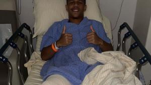 Sandry, do Santos, após cirurgia no joelho