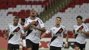 Jogadores do Vasco comemorando gol