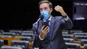 O deputado federal Vinícius Poit durante pronunciamento na Câmara dos Deputados