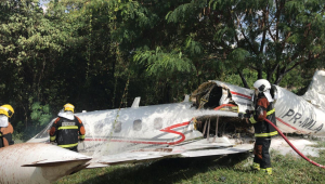 Aeronave partida ao meio após acidente no Aeroporto da Pampulha