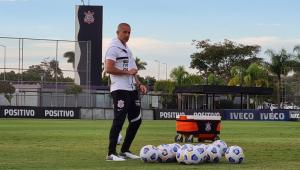 Sylvinho durante o treino do Corinthians