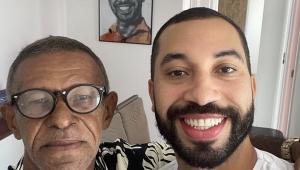 Gilberto, ex-BBB, reencontra o pai