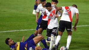 Boca Juniors e River Plate se enfrentando no Campeonato Argentino