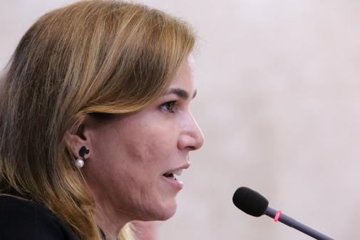 AO VIVO: 'Nunca recebi ordem sobre uso de medicamentos', diz Mayra Pinheiro; siga