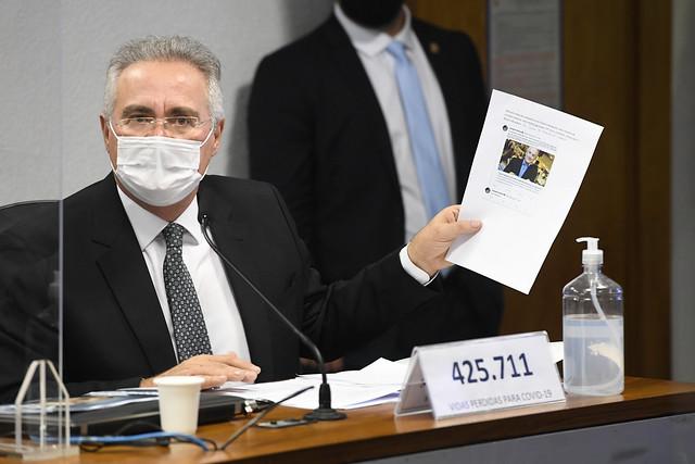 Senador apresenta documento em reunião da CPI