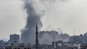 Fumaça sobre no norte de Gaza após um ataque aéreo israelense