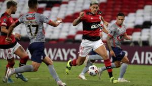 Pedro marcou um golaço na vitória do Flamengo sobre o La Calera