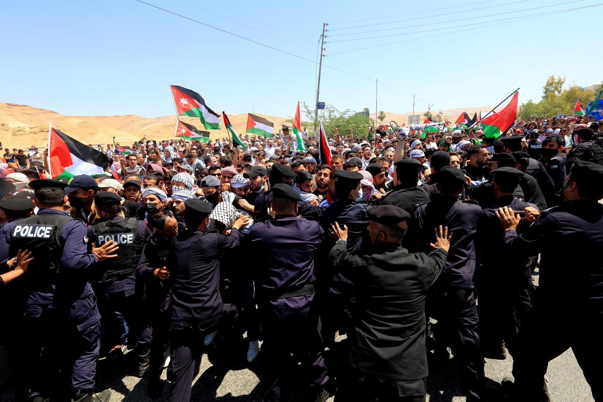 Na fronteira entre a Jordânia e Israel, manifestantes entraram em confronto com as forças de segurança