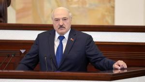 Presidente de Belarus, Alexander Lukashenko, discursa diante do Parlamento em Minsk