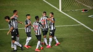 Jogadores do Atlético-MG comemoram gol em jogo válido pelo Estadual