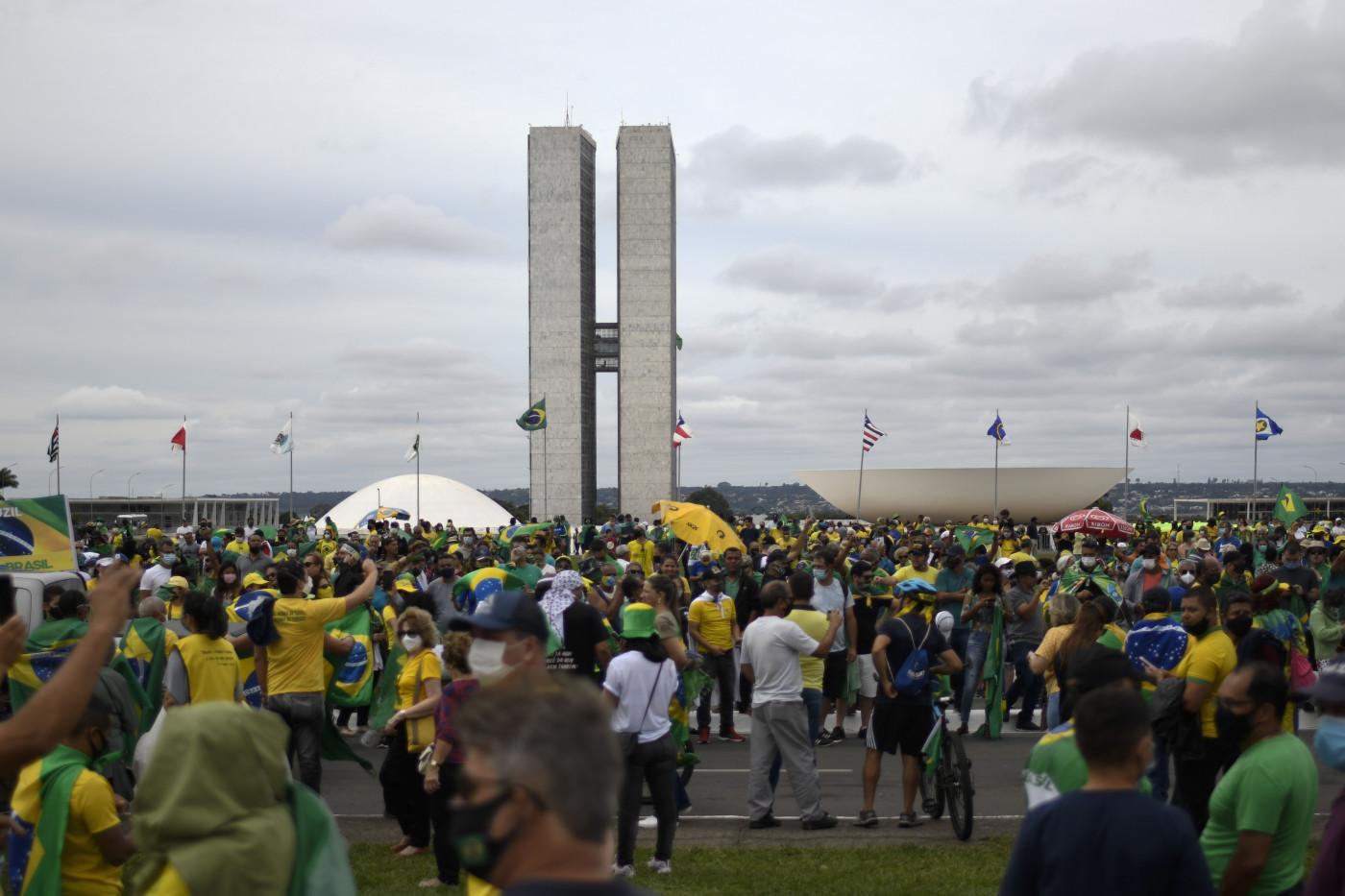 Manifestantes se aglomeram em ato de 1º de maio