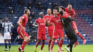 Alisson comemorando seu gol pelo Liverpool
