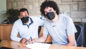 Anderson Varejão está de volta ao Cleveland Cavaliers após 5 anos