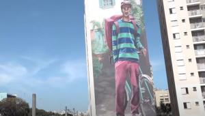 Grafite de cerca de 240m quadrados homenageia os entregadores de delivery