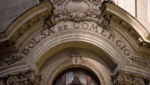 Imagem da fachada do prédio da Bolsa de Valores de Santiago