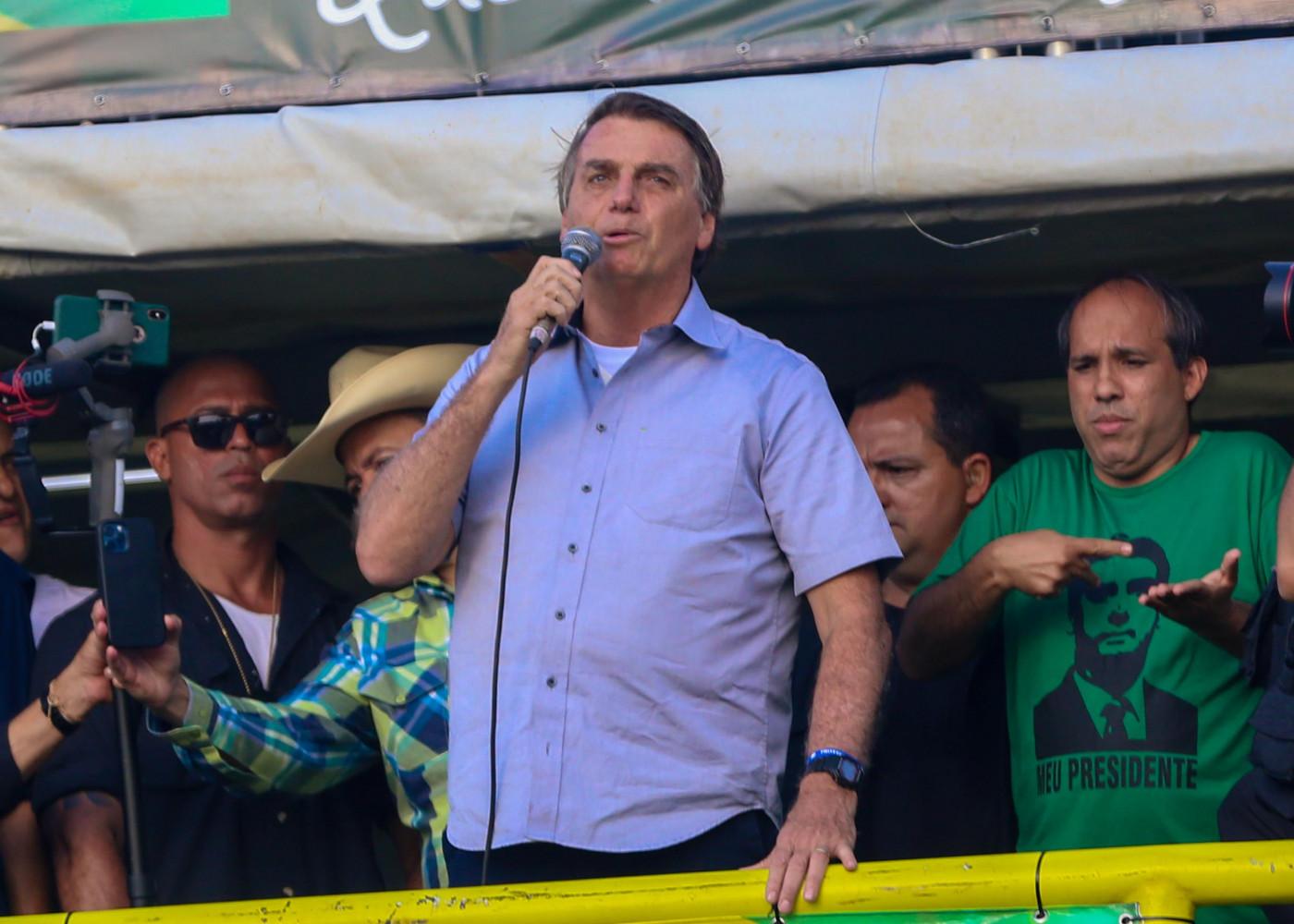 Bolsonaro discursando em ato