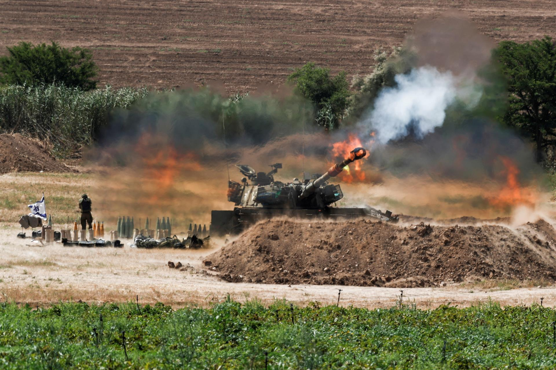 Artilharia israelense bombardeia alvos na Faixa de Gaza