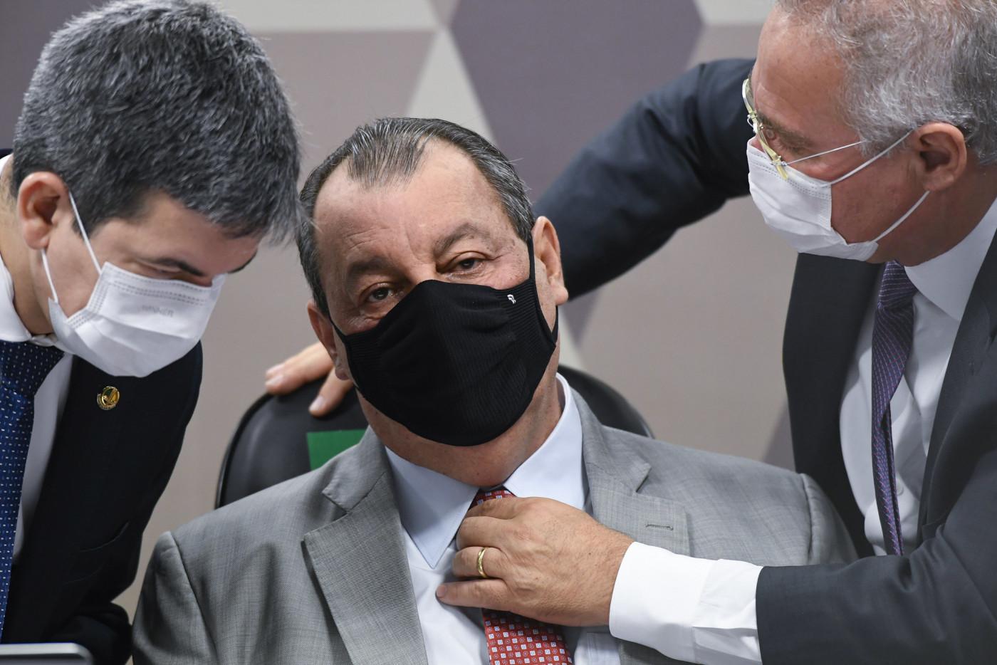 Randolfe Rodrigues, Omar Aziz e Renan Calheiros de máscara em sessão da CPI