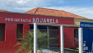 Movimentação diante da creche Pró-Infância Aquarela, no centro da cidade de Saudades, vítima de massacre