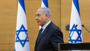 O primeiro-ministro israelense Benjamin Netanyahu sai após fazer uma declaração política no Knesset, o Parlamento israelense, em Jerusalém