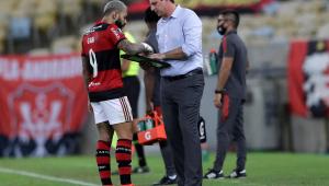 Rogério Ceni e Gabigol discutem durante jogo entre Flamengo e LDU