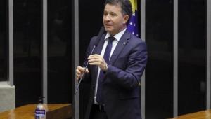 O deputado Darci de Matos (PSD - SC) em pronunciamento na Câmara dos Deputados