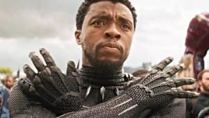Chadwick Boseman como Pantera Negra